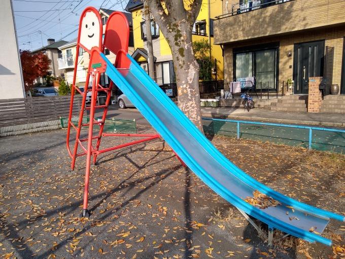 新吉田吉住会子供の遊び場滑り台