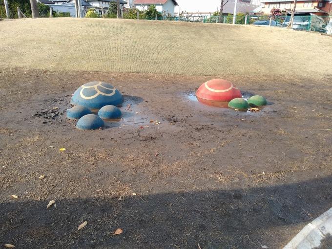 綱島東2丁目公園芝生遊具