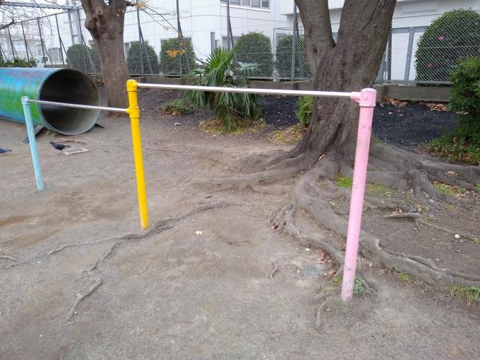 親和会子供の遊び場 鉄棒