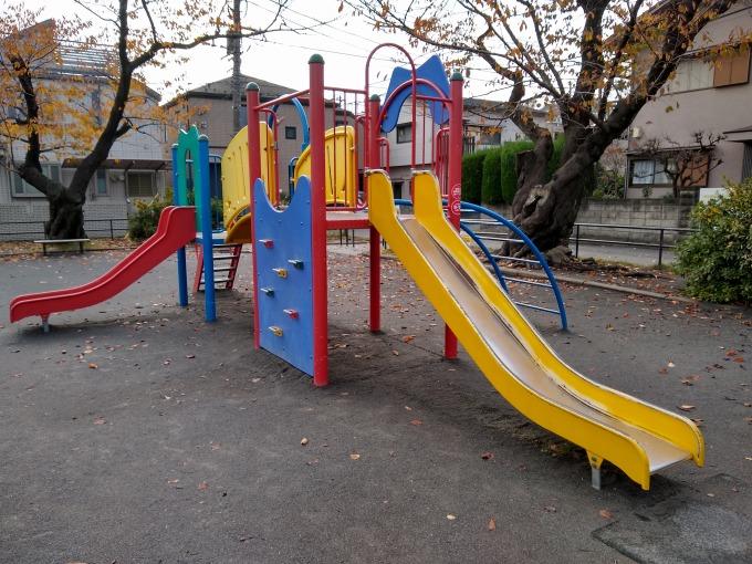 綱島西6丁目公園滑り台遊具