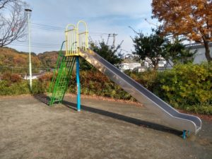 綱島西1丁目公園遊具滑り台