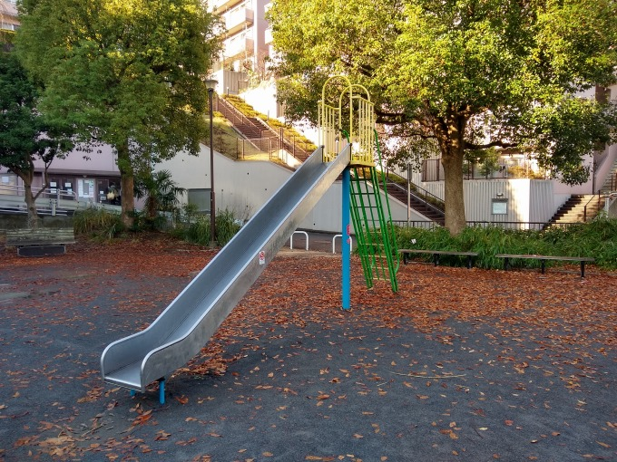 綱島台公園滑り台