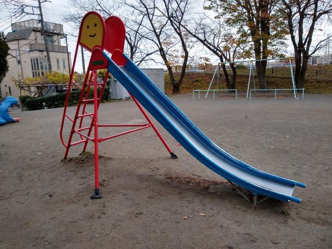 親和会子供の遊び場 滑り台