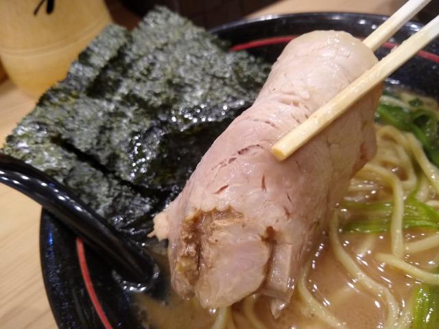 綱島の家系ラーメン麺場寺井チャーシュー