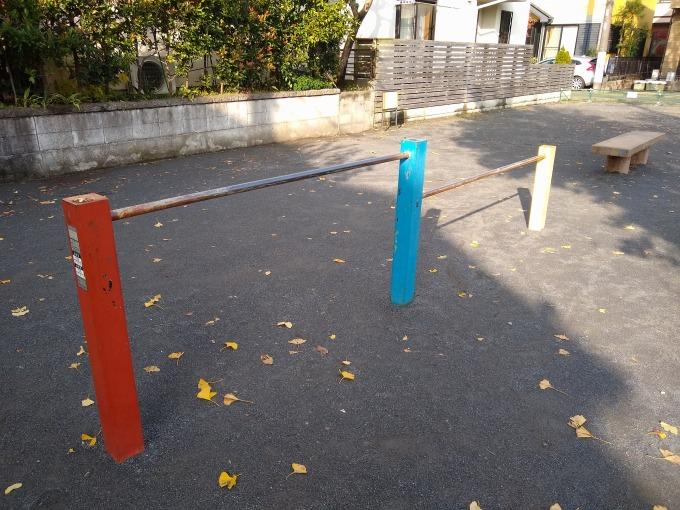 新吉田吉住会子供の遊び場鉄棒