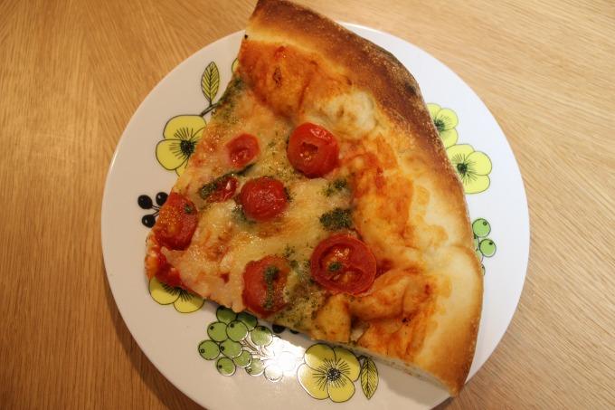 OKストアのマルゲリータピザ