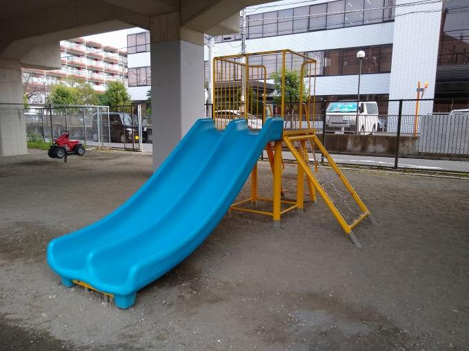 綱島東町自治会子供の遊び場 滑り台