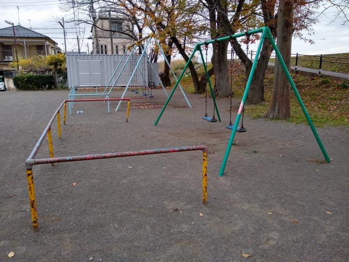 親和会子供の遊び場 ブランコ