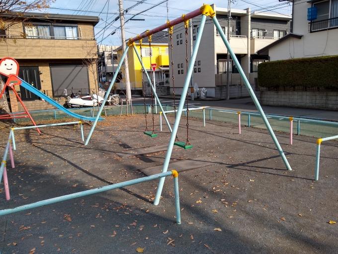 新吉田吉住会子供の遊び場ブランコ