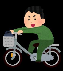 自転車の荷台に乗ってこぐ人