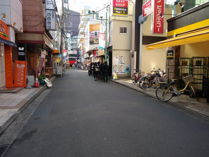 綱島ラーメン琥珀開店行列
