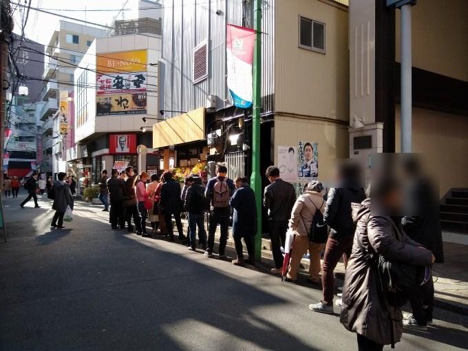 綱島琥珀開店当日13時ごろの行列