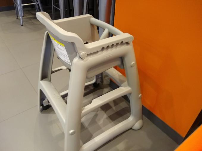 綱島バーガーキング子供椅子