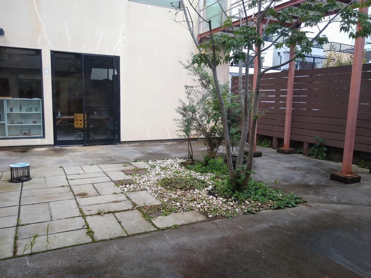 コの字カフェの中庭