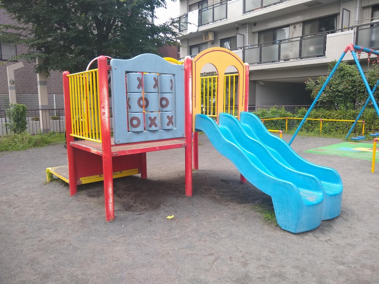 樽町一丁目公園すべり台
