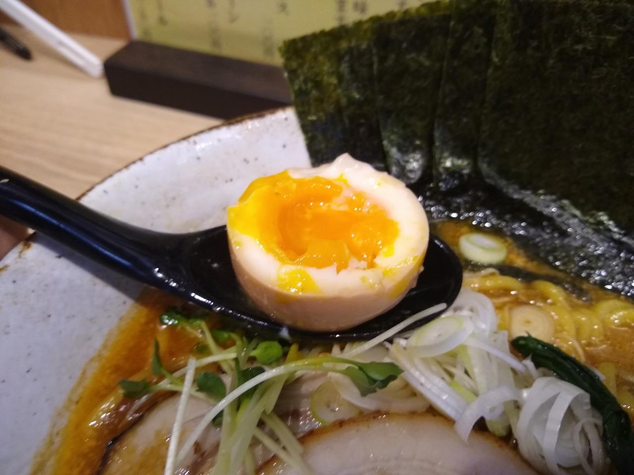 Ladies & じぇんとる麺の特製味噌ラーメン味玉