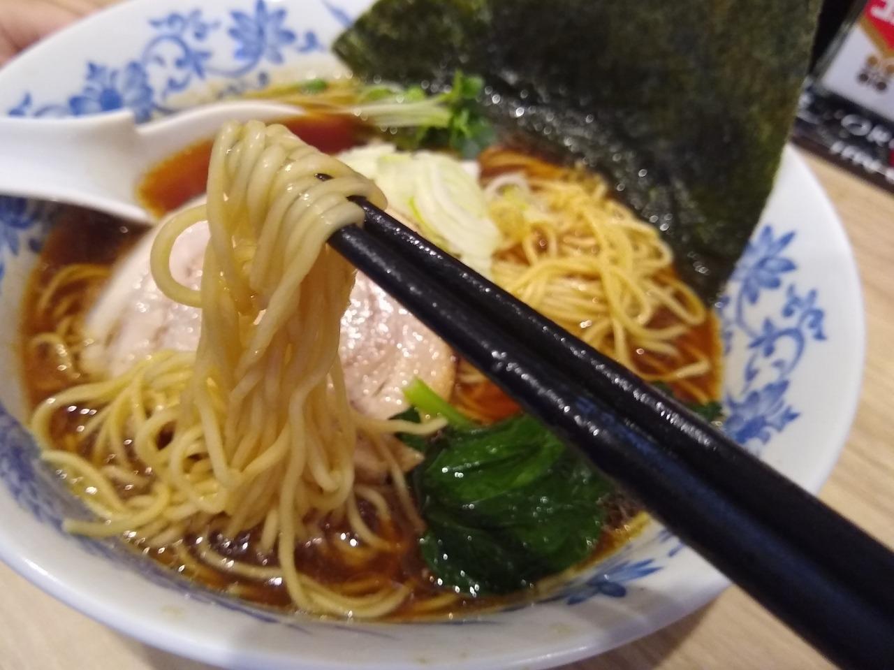 Ladies & じぇんとる麺の醤油ラーメン