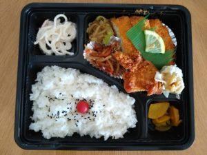 綱島deお弁当 キッチンKAZUがメニュー豊富で迷ったあげく日替わり弁当を