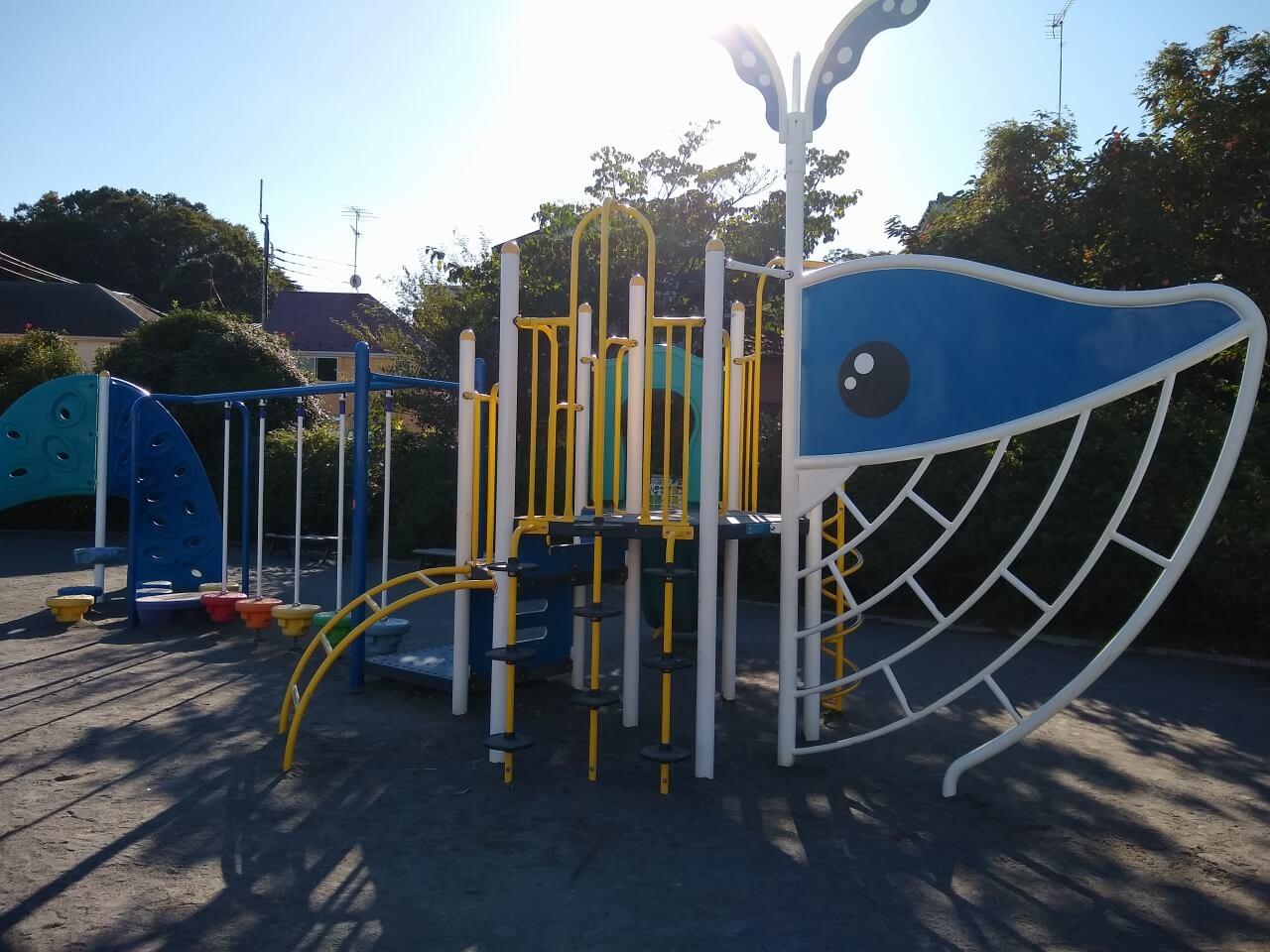 大曽根公園クジラ型の遊具