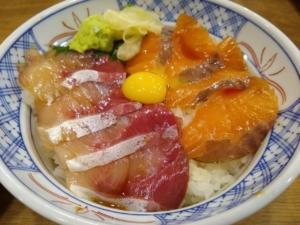 磯丸水産ランチで海鮮丼ランチ!メニュー豊富・子連れもOKでした