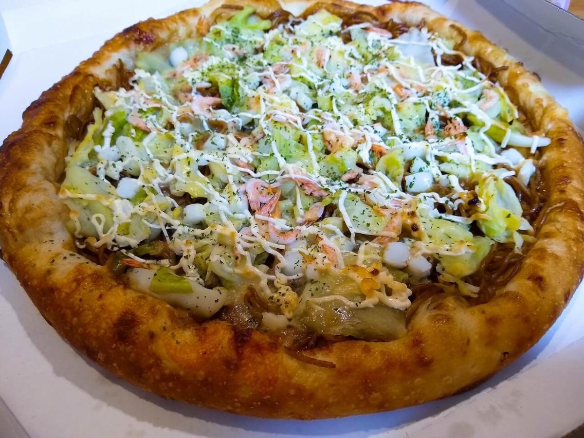OKピザ焼きそば入りお好み焼きピザ