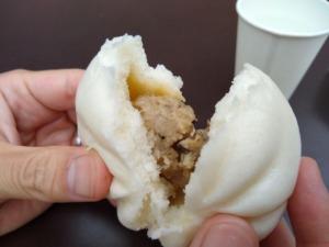 モミトイトレッサ横浜店の肉まん