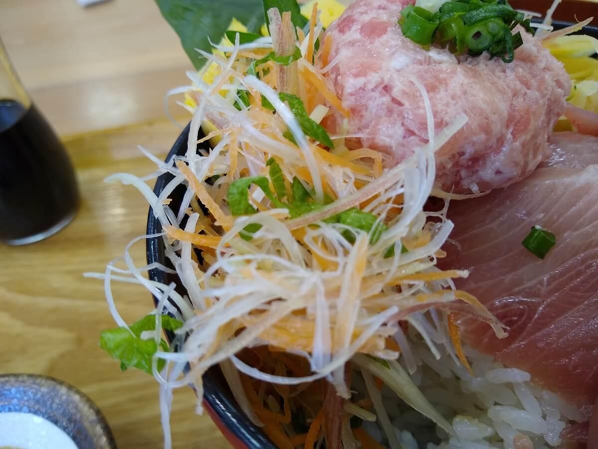 魚魚鮮ビッグヨーサン綱島樽町店豪快ブリ丼