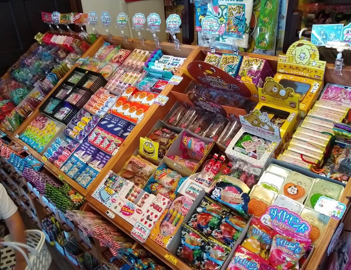 らいおん商店の店内駄菓子